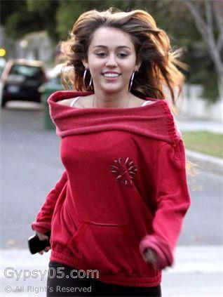 Gypsy05_LoveCutoffSweatshirt_MileyCyrus