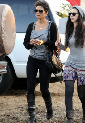 Henry & Belle Super Skinny Ankle Jean in Onyx - as seen on Halle Berry